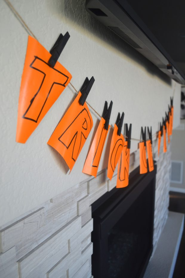 Click here to see how to make a really easy Halloween banner in time for trick-or-treaters.