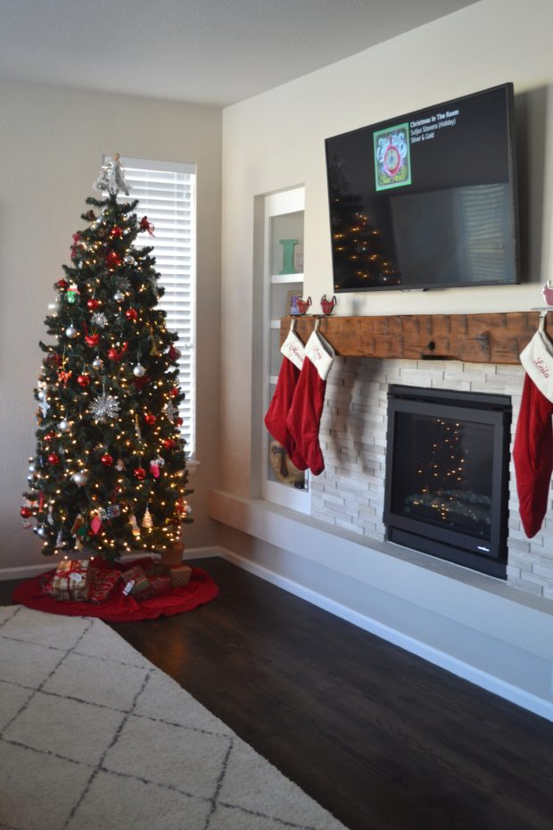 Click here to see my 2016 Christmas Home Tour and get lots of Christmas decorating ideas!
