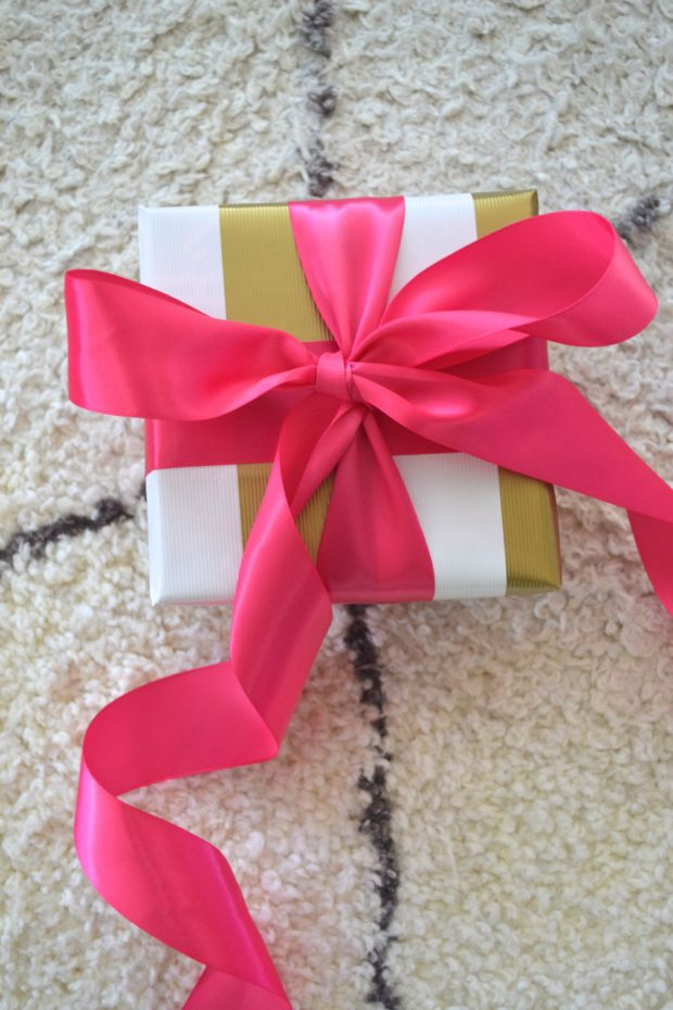 Three easy ways to wrap pretty gifts. wrap presents, make presents pretty, pretty gifts, fun gift decor