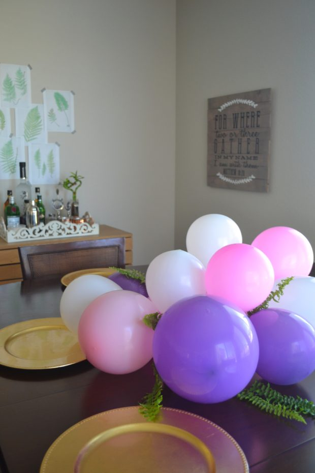 DIY Balloon Centerpiece and table runner, pink and purple balloon centerpiece