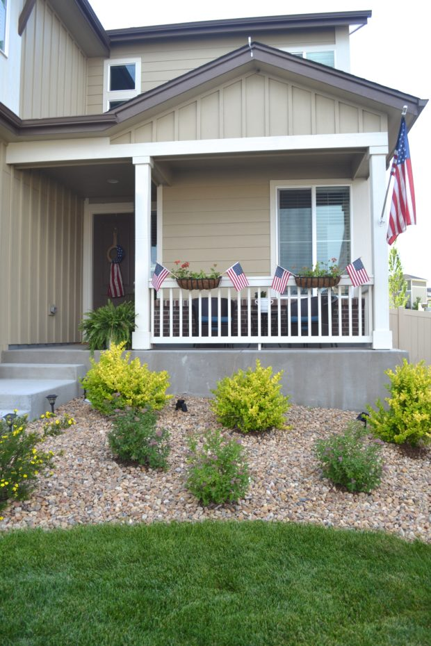 July Fourth front porch decor and inspiration, July 4th front porch flags and ideas