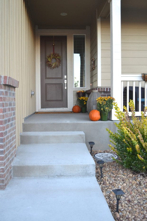 Fall front porch decorating ideas, fall front porch decor, how to decorate for fall on your porch