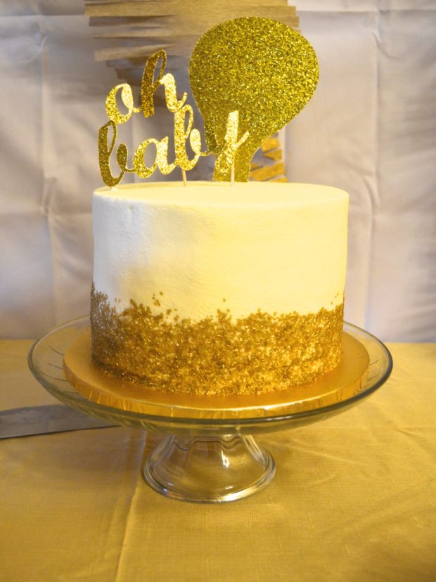 gold gender neutral baby shower, baby shower ideas, gender neutral baby shower cake, gold and white baby shower decor, baby shower brunch